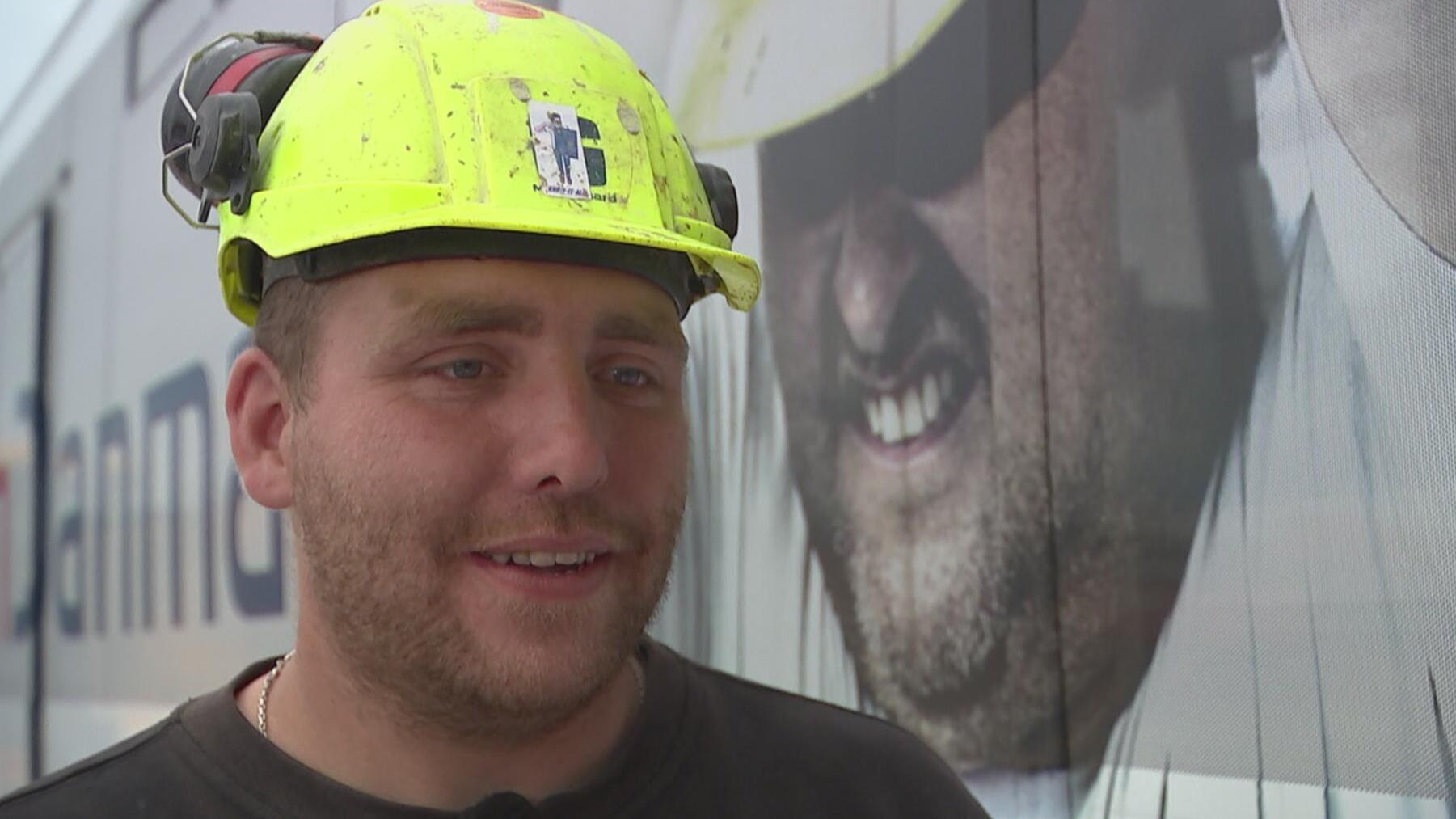 Ung byggearbejder: Forsikring mere spændende end pensionen | Penge | DR