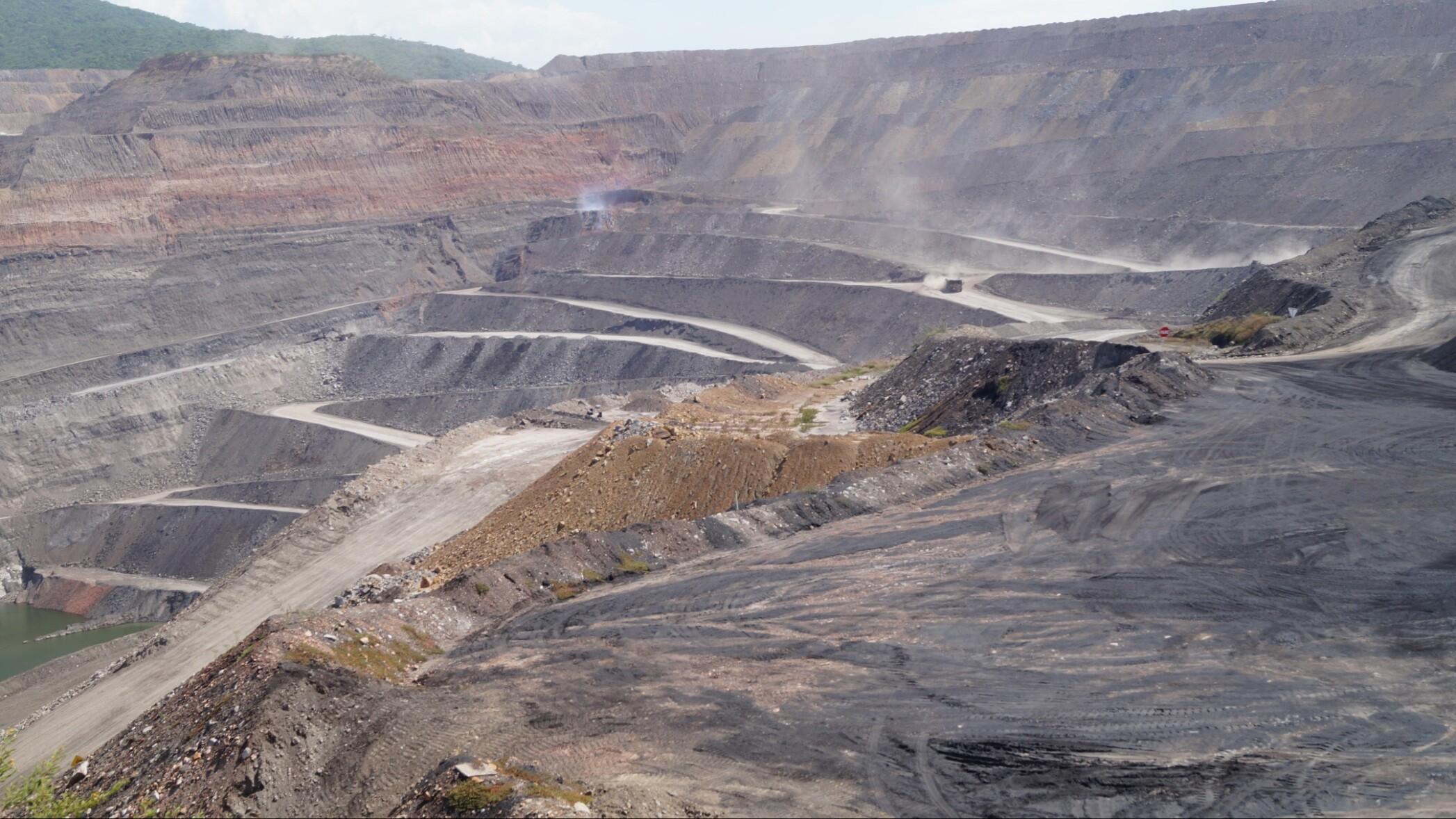 Danske pensionskroner investeres i omstridt mine i Colombia | Indland | DR