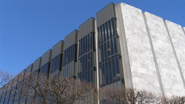 Danmarks Nationalbank sætter renten ned | Penge | DR