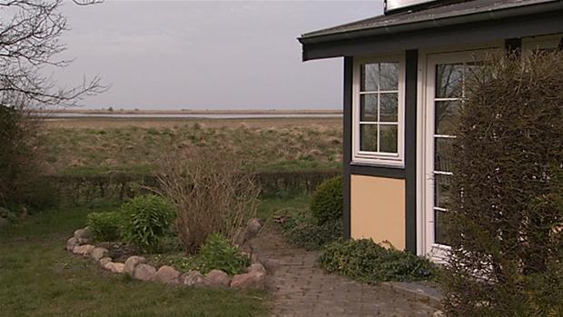 Nye regler gør det nemmere: Sådan får du et billigt sommerhus ved vandet | Penge | DR
