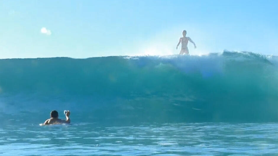 Alien surfer girls (18)