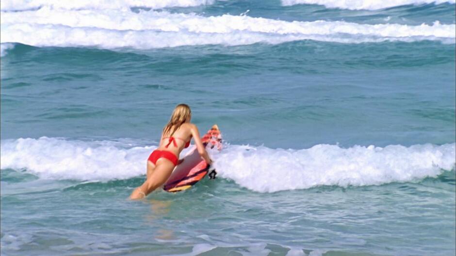 Alien surfer girls (1)