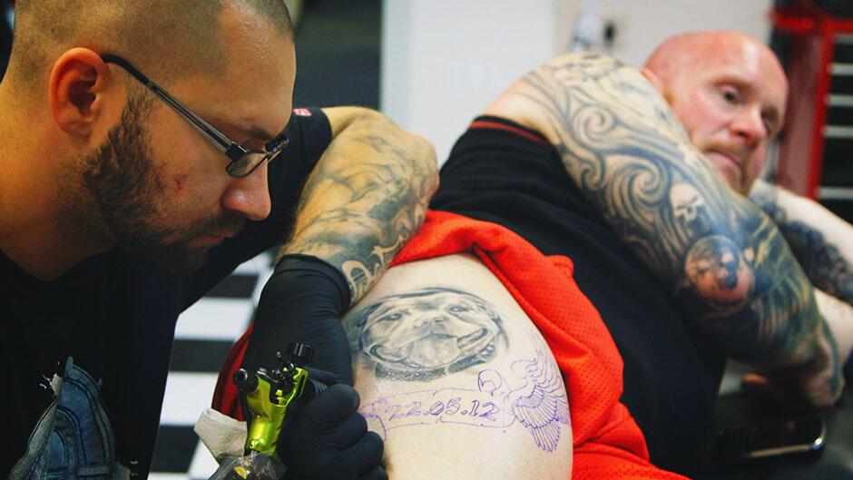 Besat af tatoveringer (1:3)