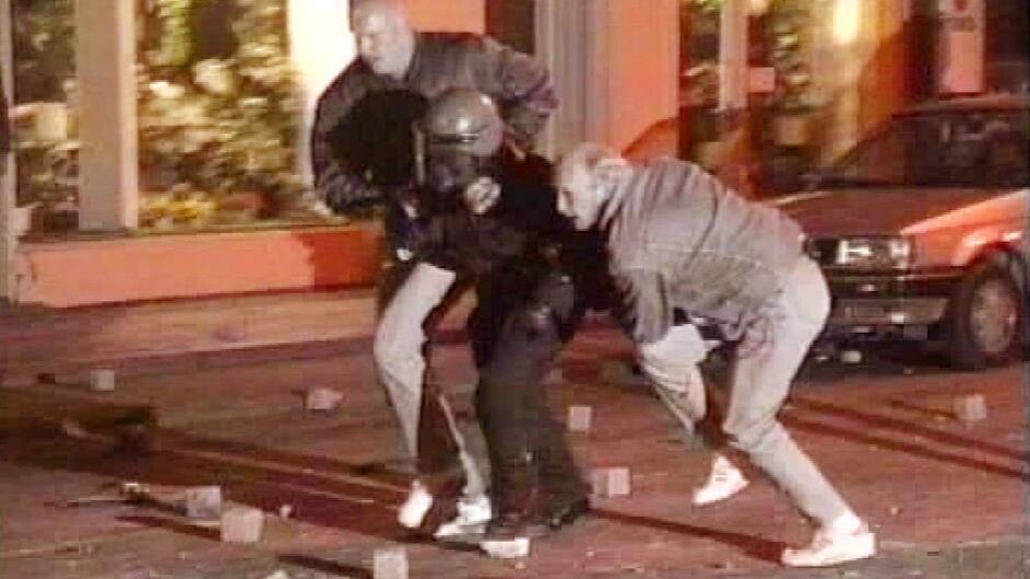 24 timer vi aldrig glemmer: Sæson 1 – 18. maj 1993 uroligheder på ...