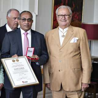 """I juli 2017 uddelte prins Henrik """"H.K.H. Prins Henriks Æresmedalje og Eksportforeningens Diplom"""" på Marselisborg Slot i Aarhus."""