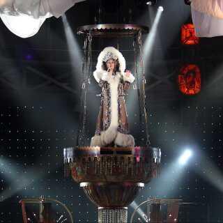 I 2002-2005 spillede Cher i alt 326 koncerter verden over i forbindelse med hendes The Farewell Tour.