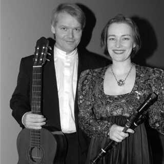 Michala Petri ses her med sin eksmand, Lars Hannibal. De var gift fra 1992-2010, har to døtre og spiller stadig sammen.
