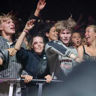 Roskildes næststørste scene, Arena, var tætpakket under hele koncerten.