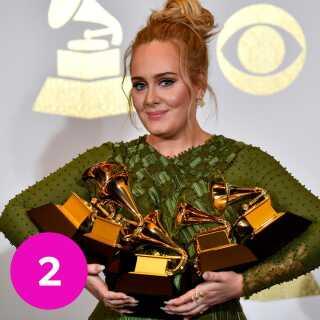 Adele med alle sine Grammy 2017-statuetter