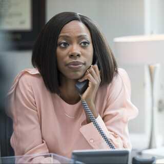 Molly er en succesfuld advokat, der kæmper med kærligheden.