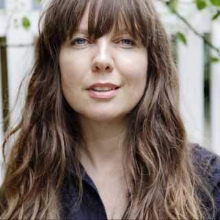 Sine Plambech er antropolog og seniorforsker ved Dansk Institut for Internationale Studier. Hun har i mere end 15 år forsket i migration, menneskehandel, den europæiske migrationskrise, sex-arbejdsmigration og ægteskabsmigration.