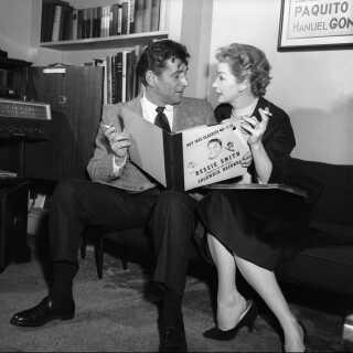 Lykkeligt gift: Leonard Bernstein og skuespilleren Felicia Montealegre dannede et celebert kendispar i USA og fik tre børn. Senere blev det offentligt kendt, at Bernstein var homoseksuel og løbende havde affærer med mænd.
