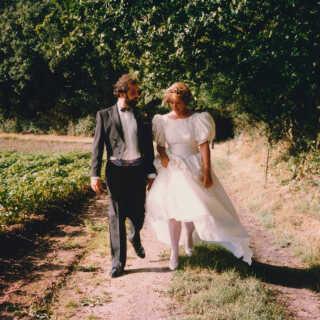 Jesper og Hanne blev gift i skønne omgivelser i 1990. For fire uger siden kørte han sin kone til et plejehjem, ikke langt fra parrets hidtidige hjem på Midtfyn.