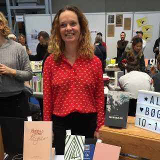 Rikke Oberlin Flarup startede i 2011 Arkiv For Detaljer sammen med et par andre andre. I dag driver hun forlaget alene - dog med hjælp fra en redaktør.