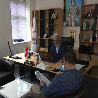 Personerne, tilknyttet ASMLA, holder til i Ringsted på Sjælland, hvor de bor og har kontor. Her ses lederen og talsmanden.