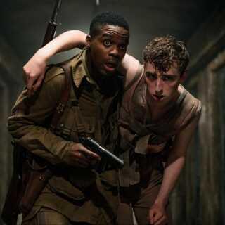 Jovan Adepo, der spiller hovedrollen som Bryce i 'Overlord', har tidligere medvirket i tv-serier som 'The Leftovers', 'Sorry for Your Loss' og 'Jack Ryan'. Her ses han sammen med Dominic Applewhite.