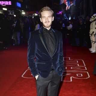 PewDiePie er blevet en kæmpe stjerne i kølvandet på sin YouTube-succes og ses her til premieren på 'Star Wars: The Force Awakens' i 2015.