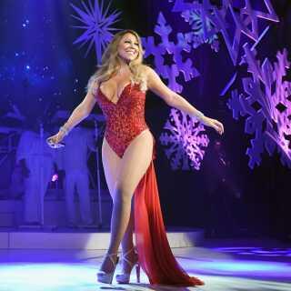 Det er femte år, at Mariah Carey drager på juleturne, men første gang divaens juleshow besøger Danmark. Her ses hun på scenen i 2016 til en koncert i New York.
