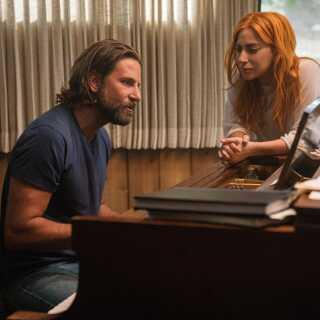 Hollywood-skuespilleren Bradley Cooper springer med 'A Star Is Born' nu også ud som filminstruktør. Han er i øvrigt allerede i gang med sin næste film, der skal handle om den amerikanske komponist og dirigent Leonard Bernstein.