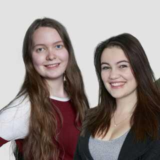 Stephanie (th.) og Rachel i sæson 17. Stephanies problemer i skolen er nogle af de øjeblikke, der står klarest for DR's serieekspert.