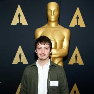 Aske Bang ved en reception for de nominerede forud for Oscar-uddelingen i 2017. Her var han nomineret for sin kortfilm 'Silent Nights'. En Oscar blev det ikke til, men til gengæld modtog han en Robert-statuette for filmen.