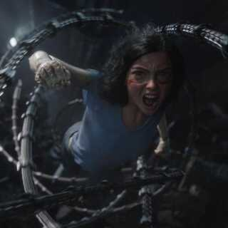 DR's anmelder beskriver scenerne i filmen som 'at være der selv', på trods af, at meget er skabt ved hjælp af computere.