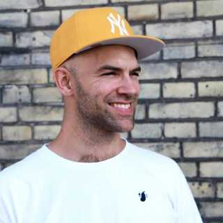 Thomas Stengaard fik sit gennembrud med duoen The Benefits og har siden skrevet numre til blandt andre Dúné, Cisilia og Carpark North.
