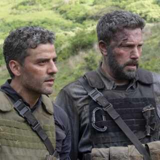 - Det er forbavsende så lidt spændende, Ben Affleck og Oscar Isaac får gjort deres to hovedpersoner,  mener anmelder.