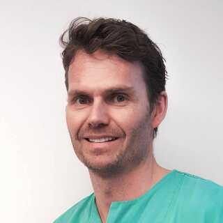 Kæbe- og ansigtskirurg Pål Galteland arbejder ved Oslo universitetshospital og stod for de første operationer på Mari.