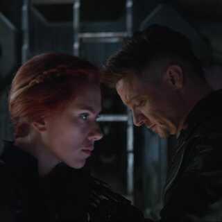Scarlett Johansson og Jeremy Renner er tilbage i rollerne som henholdsvis Black Widow og Hawkeye.