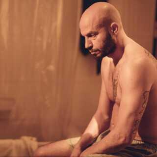 Forud for den danske premiere på 'Til vi falder' har Dar Salim allerede modtaget en pris for sit portræt af den sorgramte far, Adam. Således blev han kåret som 'Bedste skuespiller' ved filmfestivalen Tallinn Black Nights i Estland sidste år.