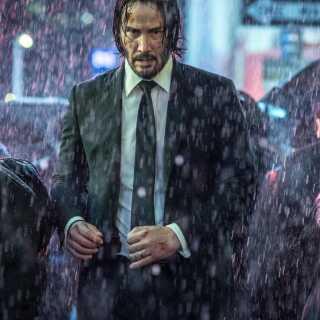 Keanu Reeves spiller John Wick. Meget af filmen er optaget om natten i New Yorks gader.