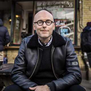 Chris Pedersen, tv-vært og tilrettelægger på DR K, har arbejdet med mode i mange år og har blandt andet været moderedaktør på Euroman og chefredaktør på Cover Man.