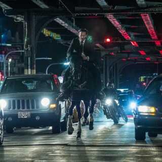 - Engang havde John Wick, der bliver spillet af Keanu Reeves, en motivation og en årsag til at være med i myrderierne, skriver Per Juul Carlsen.