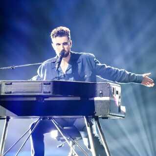 Med på sit team har vinderfavoritten Duncan Laurance fra Holland en anden tidligere Eurovision-deltager, nemlig Ilse DeLange, der blev nummer to i København i 2014 som en del af duoen The Common Linnets.