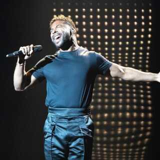 John Lundvik, der repræsenterer Sverige i årets Eurovision, har også skrevet Storbritanniens bidrag 'Bigger Than Us'. Det er første gang i konkurrencens historie, at en deltager dyster mod sig selv på den måde.
