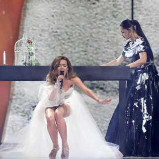 En sandtegner. Et fuglebur. Et mareridt af en brudekjole. Og dårligt engelsk. Man kan altid regne med Moldova i Eurovision!