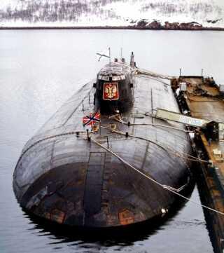 Dette arkivbillede viser ubåden Kursk i maj 2000 - cirka tre måneder inden, den forliste på bunden af havet. Med 118 besætningsmedlemmer om bord.