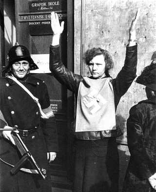 Efter befrielsen bliver omkring 5000 kvinder interneret, fordi de er tyskerpiger.