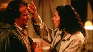 Julie Kavner i Deconstructing Harry, hvor Robbie Williams som Mel er blevet helt sløret ...