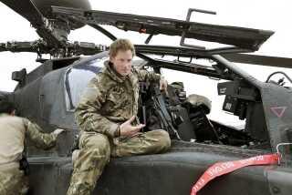 Prins Harry på sin Apache-helikopter i Camp Bastion.