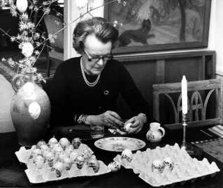 Man kan ikke komme udenom æggene til påske. Og det er der en god forklaring på: Hønsene begyndte nemlig at lægge æg, når det blev forår. Derfor er ægget symbol på forårets komme.