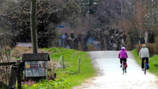 Langs N8 vil cyklisterne kunne få et velfortjent hvil, mens de forsyner sig ved en af de vejboder, der ligger langs den 820 km. lange cykelrute.