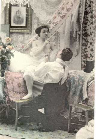 Den pornografiske serie 'Den første nat' fra 1904 cirkulerede rundt blandt mændene i det bedre borgerskab og viser optakten til et ægtepars bryllupsnat. Et halvt blottet bryst blev i slutningen af 1800-tallet og starten af 1900-tallet anset for at være meget frækt.