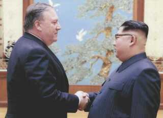 Den amerikanske udenrigsminister, Mike Pompeo, var første gang i Pyongyang i påsken, hvor han mødtes med Kim Jong-un, og de to mødtes igen i begyndelsen af maj.