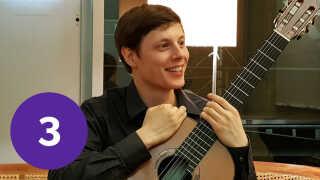 Repetoiret til den klassiske guitar er ikke stort. Alligevel stiger strengeinstrumentets popularitet disse år. Danske Niklas Johansen et af de nye, store talenter.