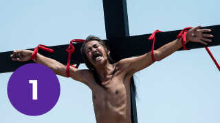 Korsfæstelserne langfredag er ilde set i den katolske kirke, som mener, det er blasfemisk.