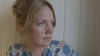 Pippi Olivia Nørgaard Skov har lavet filmen 'Mads Holger - til farvel' både for at bearbejde sin egen sorg og for at inspirere andre ti lat turde være sårbar.