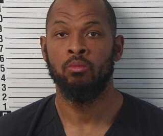 Politiets billede efter anholdelsen af Siraj Ibn Wahhaj. Han var eftersøgt for at have bortført sin treårige søn.