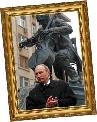 Ruslands præsident Putin afslører en statue af Rostropovitj i Moskva 2012, fem år efter den berømte cellists død.